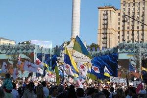 Азаров хочет в День Независимости увидеть столицу чистой и ухоженной
