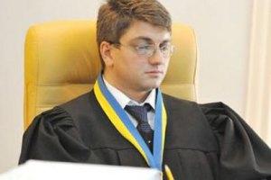 Киреев 7 часов читает дело Тимошенко. Заснул даже секретарь