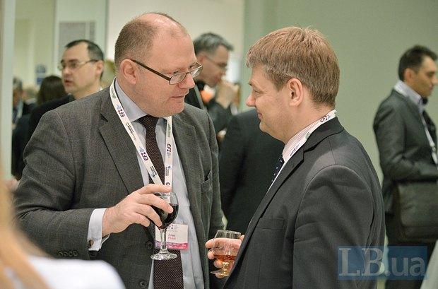 Слева - Алан Райли, эксперт, профессор права CityUniversity (Лондон), научный сотрудник Центра европейских политических исследований (Брюссель)