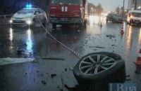 На Броварском проспекте в Киеве в результате лобового столкновения погиб один из водителей