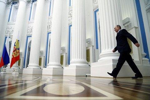 ЗМІ: Російським чиновникам порадили терміново забрати родичів, щовчаться закордоном