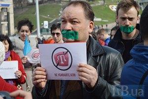 На Майдане прошла акция против закрытия крымскотатарского канала ATR
