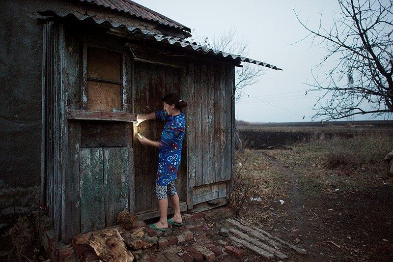 <<Мені допомагає брат молодший, 24 роки. Ось дрова рубає, привозить на мотоциклі>>