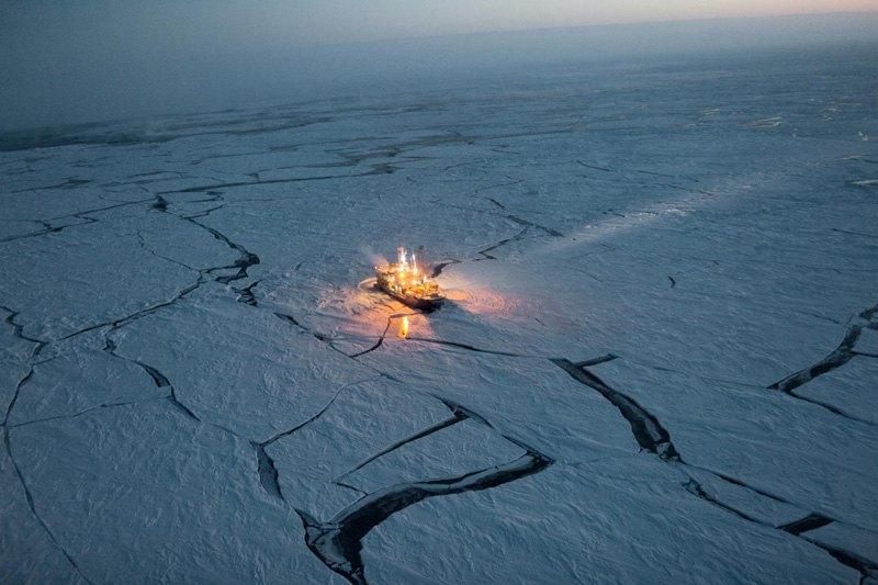 """Норвежское научно-исследовательское судно """"Ланс"""" дрейфовало в течение пяти месяцев, изучая изменения состояния морского льда."""