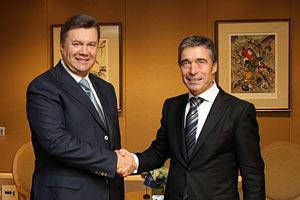 Для Украины важны принципы, которые исповедуют НАТО и ЕС - демократия и верховенство права, - Янукович
