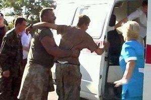 Раненых военных, перешедших границу с РФ, доставили в Украину
