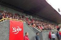 Коммунисты снова собираются на стадионе ради референдума