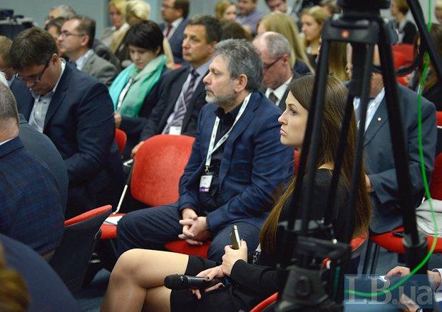Народный депутат Григорий Шверк (в центре)