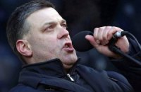 Тягнибок предлагает приостановить трансляцию российских телеканалов