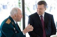 Янукович: ветераны ВОВ получат помощь до 5 мая