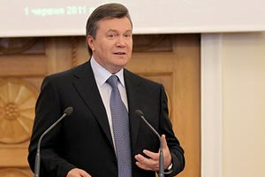 Янукович пожелал Севастополю процветания