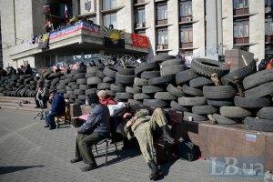 Під Донецьку ОДА терористи з Кавказу прийшли розбиратися з місцевими терористами (відео)