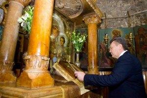 Патриарх Иерусалимский наградил Януковича орденом Святого Гроба Господня