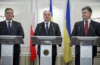 Война на Донбассе не должна тормозить реформы в стране, - Порошенко