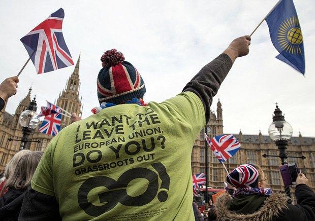 Прихильники *Брекзіту* вимагають пришвидчення процедури виходу з ЄС під час мітингу в Лондоні, 23 листопада 2016