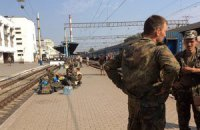 Бойцы 24-й бригады, выбравшиеся из окружения, протестуют в Запорожье