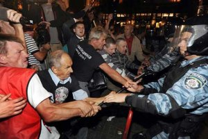 МВД: слезоточивый газ и дубинки под Печерским судом применены правомерно