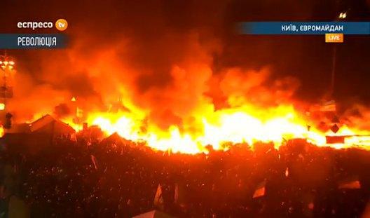 Огонь на Майдане подступает к сцене