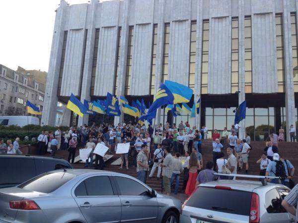Акция протеста под Украинским домом вечером 3 июля