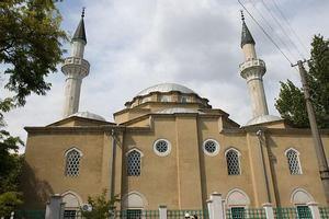 Крымские татары предложили свои мечети для священников УПЦ КП в Крыму