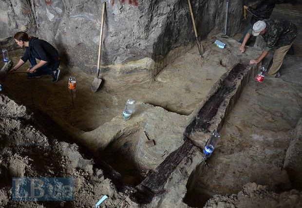 Археологи показали нові знахідки на Поштовій площі (фото)
