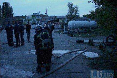 В Киеве загорелись постройки возле газовой АЗС