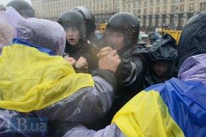 Милиция пытается оттеснить Евромайдан в Киеве
