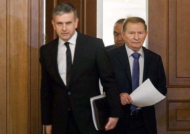 Бывший президент Украины Леонид Кучма и посол России в Украине Михаил Зурабов после переговоров в Минске, Беларусь, 20 сентября 2014 года.