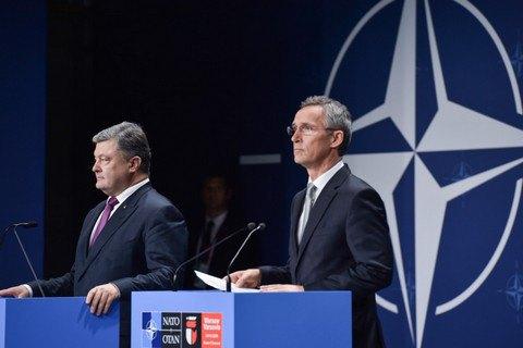 Порошенко: Украина пока не будет поднимать вопрос вступления в НАТО