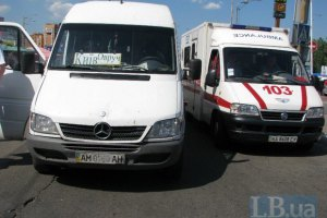 В Киеве на проспекте Палладина маршрутка сбила женщину