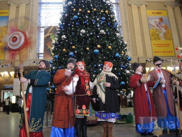 На Київському вокзалі влаштували концерт із колядками (фото)