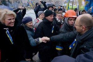 В тюрьмах остается еще 116 евромайдановцев, - Яценюк