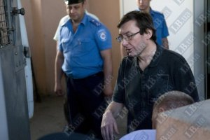 Защита Луценко требует допустить к нему канадских врачей Тимошенко