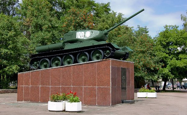 Памятник танкистам в Овруче