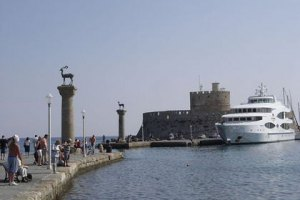МИД: на задержанном в Греции судне с оружием нет украинцев