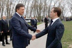 Янукович позвонил Медведеву, чтобы еще раз его поздравить