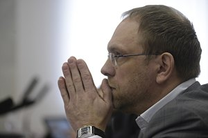 Судьи ушли думать над судьбой мандата Власенко