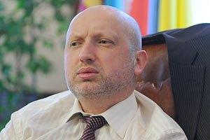 Турчинов считает фарсом суд над Луценко