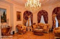 В дом Пшонки устроили экскурсию - посмотреть на мощи святых и яйца Фаберже