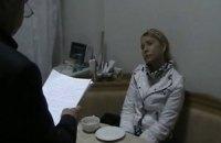 На территорию больницы Тимошенко въехали два микроавтобуса