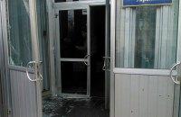 В здании комитетов Рады разбили стеклянные двери