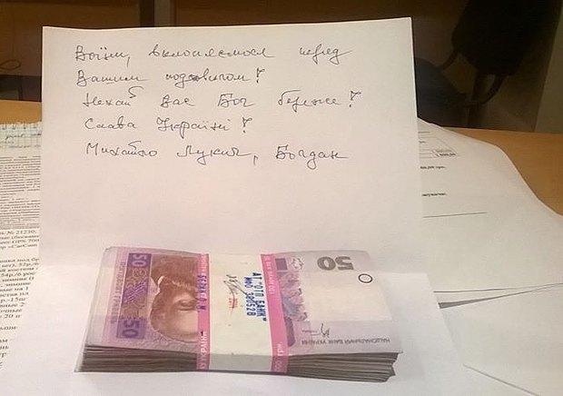 Деньги и записка, оставленные в центре <<Вернись живым>>