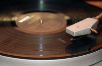 Продажи виниловых пластинок побили рекорд в Великобритании
