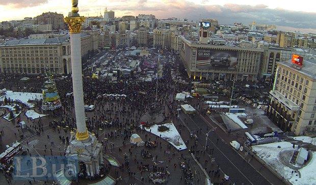 Майдан 6 декабря немного присыпало снегом