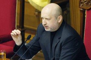 Турчинов пообещал жестко карать провокаторов и погромщиков
