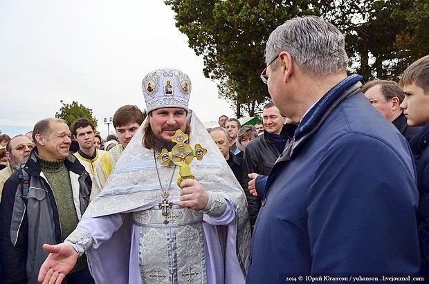Владимир Яцуба(справа) и Сергий Халюта во время празднования Крещения в Херсонесе, 2014 г