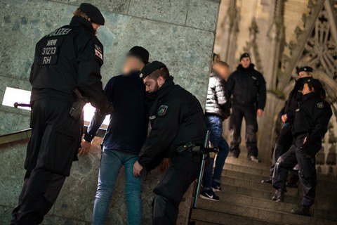 У Німеччині заарештовано першого підозрюваного унападах на жінок