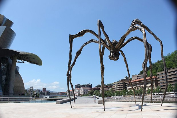 Cкульптура Луизы Буржуа Maman