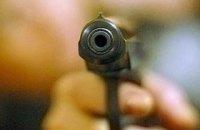 В центре Киева неизвестный выстрелил иностранцу в ноги