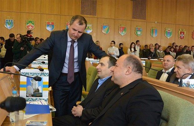 Юрій Благодир(стоїть) в залі Рівненської облради